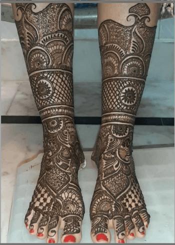 Border-Bridal-Mehendi-Design-for-feet